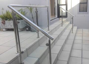 Balustrade stranch glass rakd top mounted conted